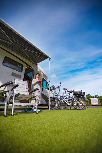 blue_wonder_buitenshuis-caravan-auto-fiets